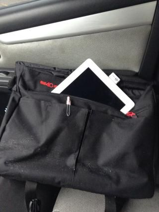 Ahora puede poner fuera de su iPad2 en su cartera o bolsa para su custodia.