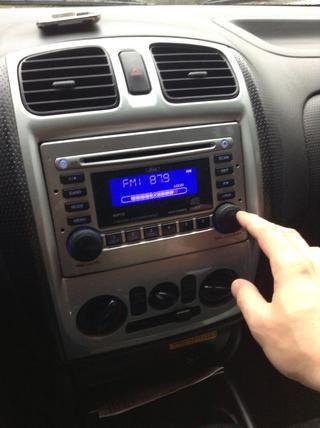 Establezca su volumen, y ya está listo para disfrutar de su música iPad2 en la radio del coche.