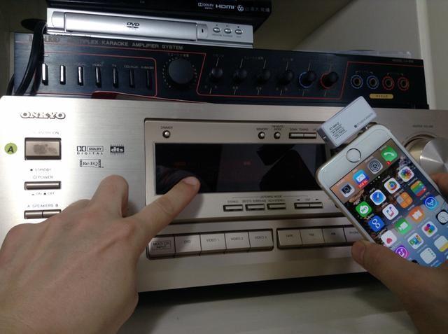 Sólo asegúrese de que el ajuste en el transmisor de música para el iPhone está emparejando el ajuste preestablecido en la radio FM.