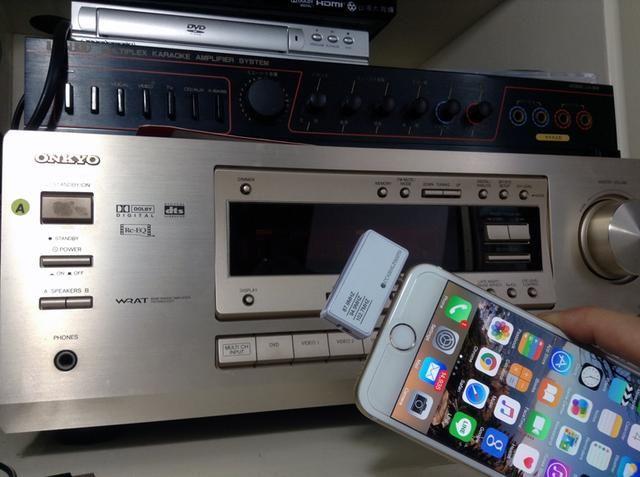 Una vez que el transmisor de música para el iPhone es el enchufe en el iPhone. Basta encender la radio FM en el sistema estéreo doméstico.