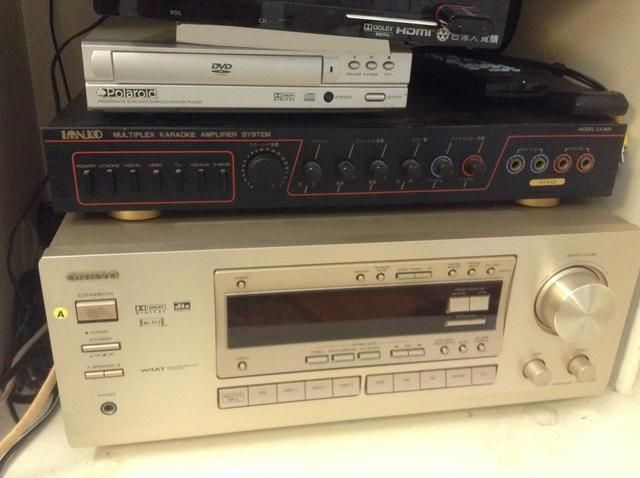 Esto funcionaría en cualquier equipo de música antigua y sin un muelle iPhone, Bluetooth o USB.