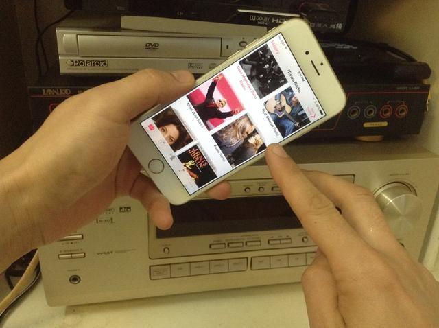 Streaming de música como Pandora, Spotify, iHeartRadio, incluso música iTunes pueden todos jugar a través de su equipo de música.