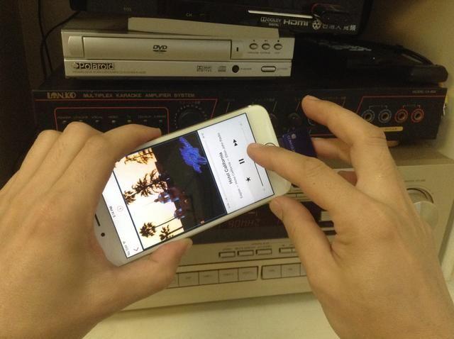 Como alternativa, puede utilizar el iPhone 6 como control remoto del equipo de música.