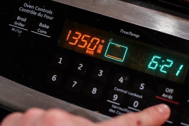 La caída de la temperatura del horno a 350 F por el resto de la cocina.