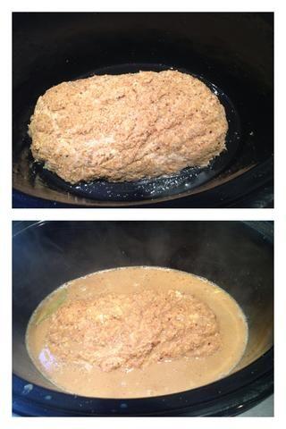 Cepille su olla de cocción lenta con aceite o Pam ella. Coloca el pastel de carne en ella y se vierte su salsa por encima. Tape y cocine a fuego alto durante 4 horas. Mi salsa se ve un poco pálida debido al flash.