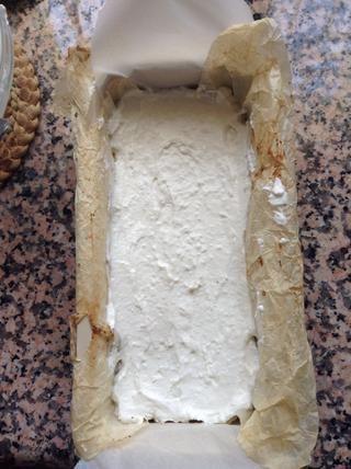 Coloque el pastel en el congelador durante 30 minutos.