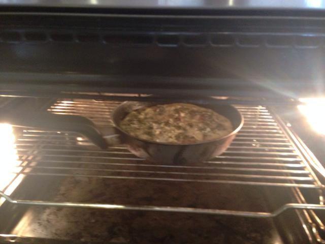 Después de unos 5-7 minutos en la sartén, coloque en el horno en Grill- -fan 180, hasta que estén doradas y no tambaleante.