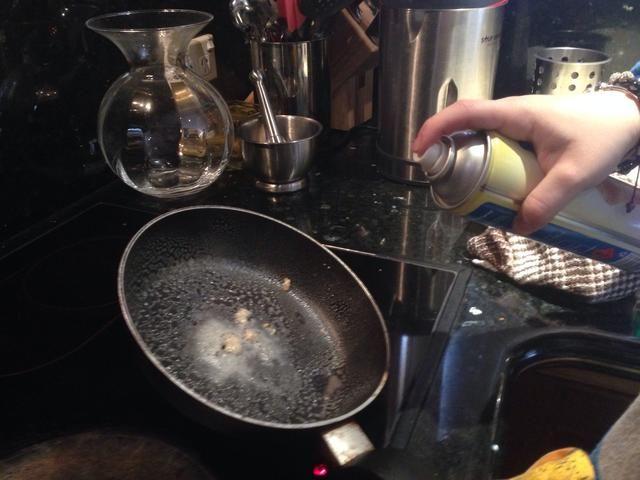 Rocíe la sartén