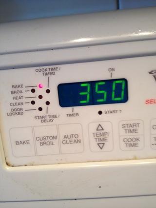 Ajuste el horno durante 350 grados Fahrenheit