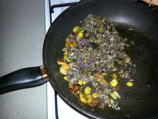 Devuelva la pasta de cebolla a la sartén.