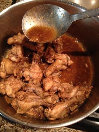 Cuando la salsa se reduce y se vuelve gruesa, se hace.