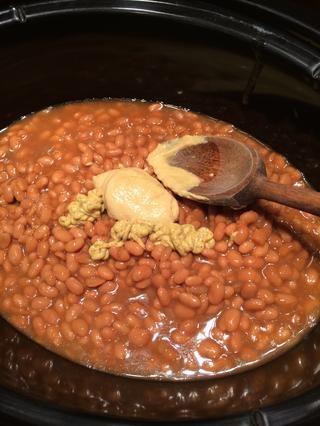 Añadir las mostazas de los granos y darles un buen revuelo.