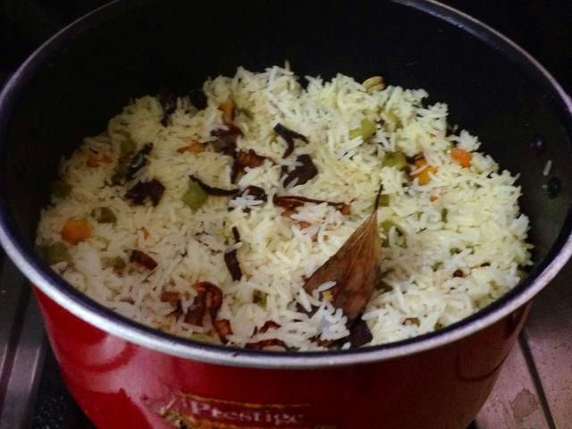 Eso's it Basmati Pulao is ready to eat!! Really I like the smell of Basmati Rice!!! I'm lovi'n it!!! :))