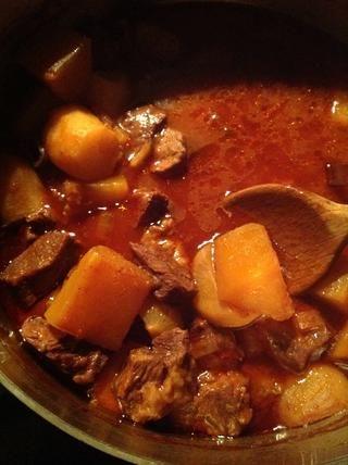 Cocine a 325F durante 3 o 4 horas, hasta que la carne esté tierna.