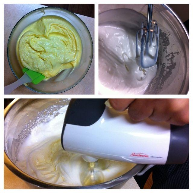 Batir la clara de huevo huevo mezcla mezcla de yema juntos.