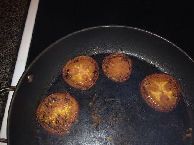 Después de 5 minutos, voltear sus tomates.