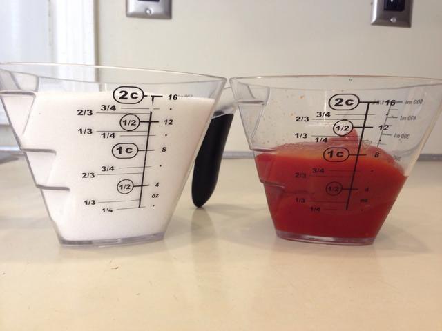 En una cacerola, combine el azúcar 2 partes a una parte de la salsa de tomate. Utilicé 2 tazas de azúcar y 1 taza de salsa de tomate, pero me gustaría utilizar un medio de que la próxima vez.