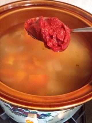 7 / Después de aproximadamente 3 horas, añadir en la pasta de tomate Hunt, la cantidad de acuerdo a su gusto.