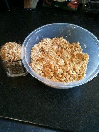 Añadir el coco a la mezcla. *** Tomar una taza de la mezcla en esta etapa *** Esto será utilizado como un ingrediente más tarde.