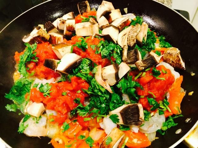Añadir 1/4 taza de cilantro fresco y la mitad de los cubos de setas libras.