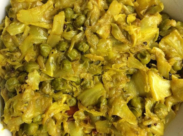 Cómo cocinar la col verde y guisantes Sabji Receta