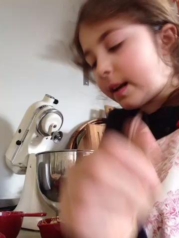 Añadir las 1/2 taza de nueces picadas o bruja nunca tuercas que deseas