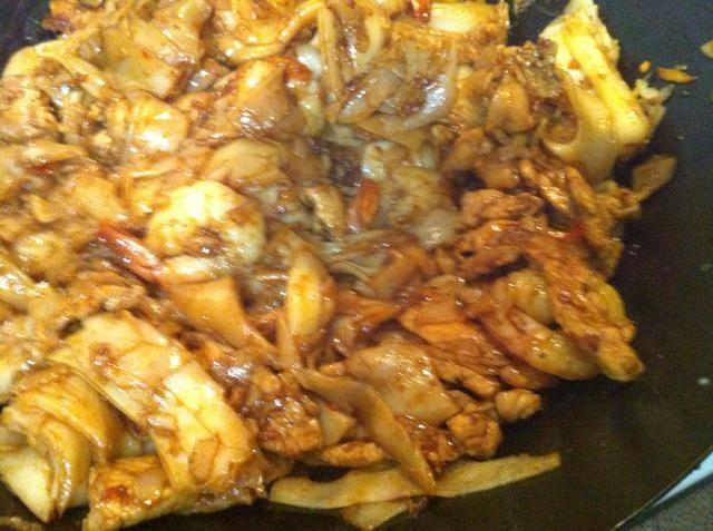 Mezcle a través de calor. Raspe el fondo del wok o en una olla con frecuencia para minimizar la adherencia