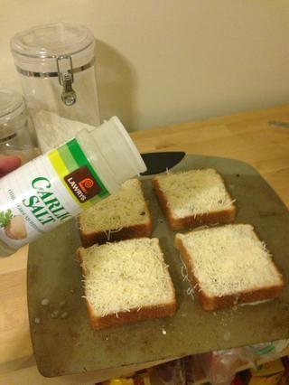 Espolvorear con un poco de sal de ajo.