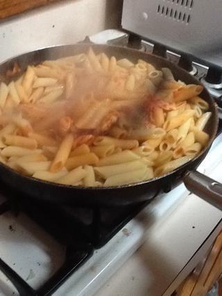Luego agregar la salsa.