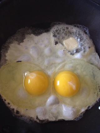 Romper dos huevos