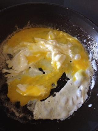Mezcle los huevos