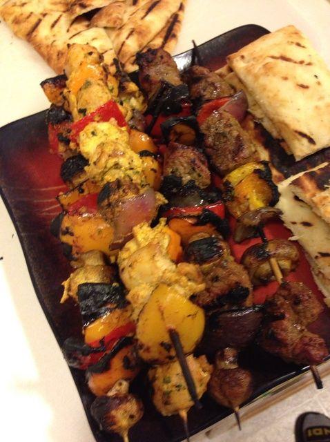 Cómo cocinar pollo Kebabs, Receta Influenciado Oriente Medio