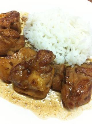 Servir el pollo con arroz y verter la salsa en top.✨