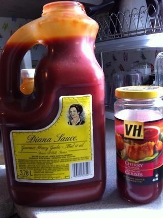 En el fondo de la sartén se me olvidó mencionar los aceites presentados y luego puse un poco de salsa de barbacoa lil Diana y salsa de cerezas.