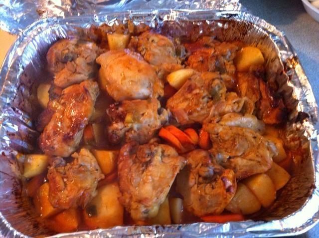 He añadido las patatas y las zanahorias a la mía. Póngalo en el horno durante aproximadamente 3 horas