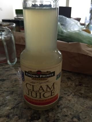 1 botella de jugo de almeja