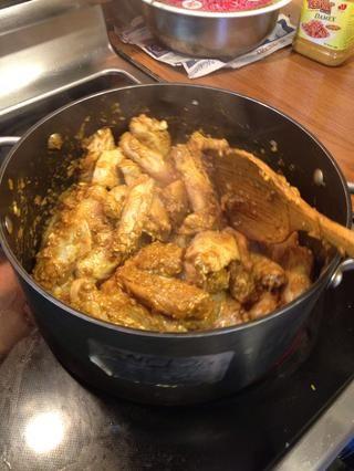 Agregue el pollo marinado y dejar cocer