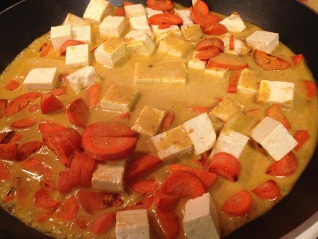 Vierta la mezcla de salsa y el calor.