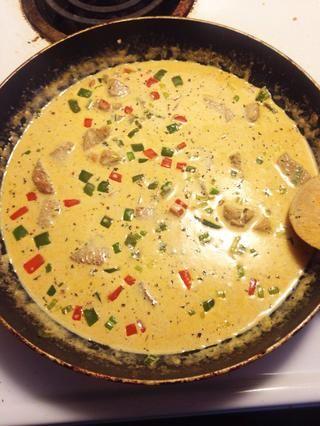 Después de unos minutos de su salsa debe ser agradable y gruesa.