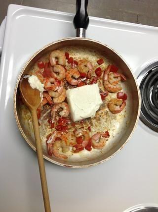 Añadir cocinar cocinero crema y revuelva 2 minutos o hasta que esté caliente.