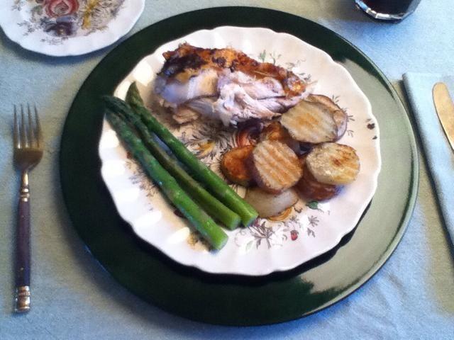 Si te gustó este plato comprobar la cena completa! Pollo asado, al horno patatas rojas romero y espárragos blanqueados ralladura de naranja.