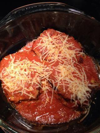 Cocido al queso parmesano se derrita y la berenjena es un poco suave al tenedor.