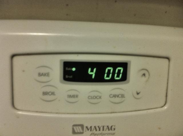 Precaliente el horno a 400 grados F (200 grados C).