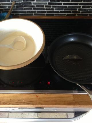 Obtener el recipiente listo con una cuchara de profundidad.
