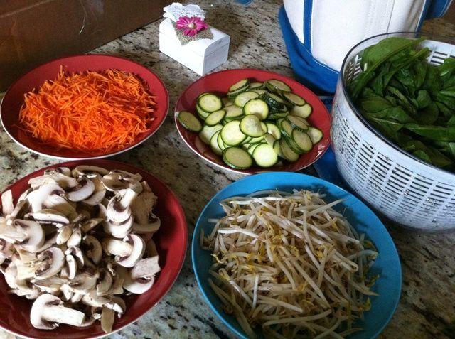 Verduras restantes Sofría de la misma manera. Para zanahorias añadir un chorrito de vinagre de vino de arroz (2-3 cucharadas).