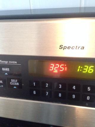 Precalentar el horno a 325.