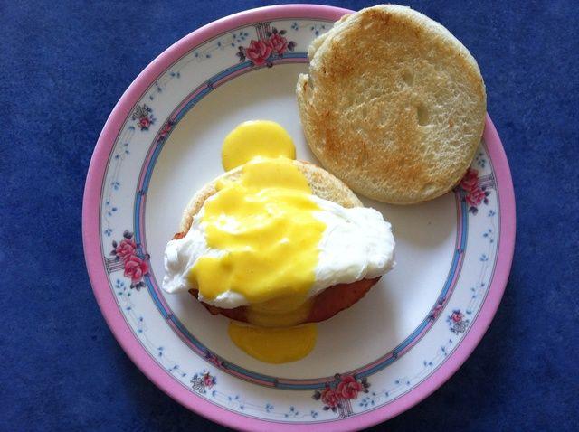 Cómo cocinar fácil huevos Benedict Receta