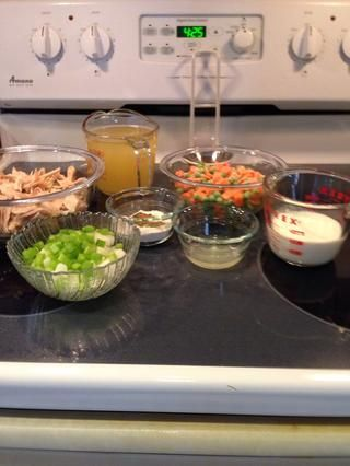 Prepara los ingredientes antes de empezar, ya que algunos de estos pasos se reúnen con bastante rapidez.