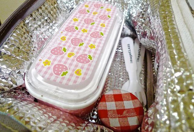 Coloque la bolsa del almuerzo en una bolsa de comida de aislamiento térmico.