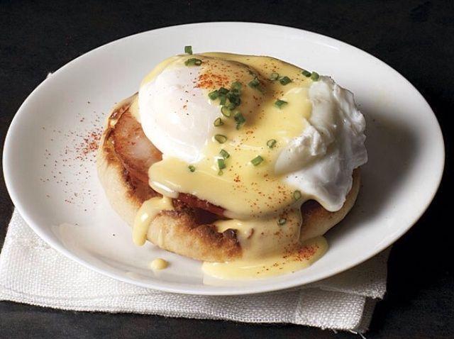Cómo cocinar huevos Benedict Receta